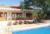 Ceşmede ultra lüks kiralık havuzlu villa