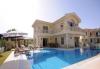 Çeşme de özel havuzlu 4+5 lüks villa
