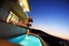 Çeşme merkez de havuzlu kiralık lal villa