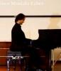 Piyano dersi verilir